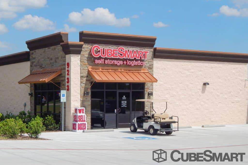 CubeSmart-Self-Storage-Westrigde-McKinney-Texas-exterior-entrance