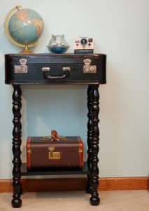 upcycle-suitcase-end-table