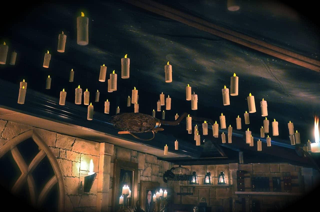 5 diy halloween decorations cubesmart self storage - Deco hal halloween ...