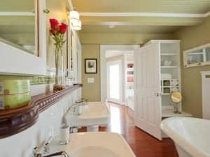 shelving-bathroom-storage