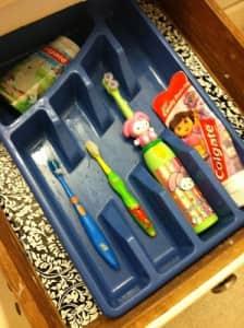 toothbrush-organization-bathroom-storage