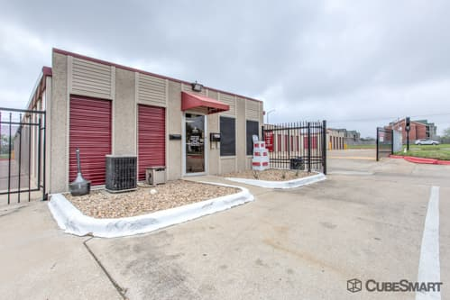 Exterior of CubeSmart Self Storage facility in College Station, TX