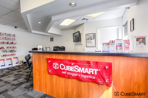 CubeSmart Self Storage office counter in South Windsor, CT