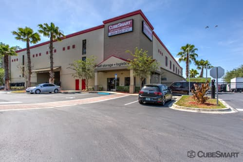 Exterior of a multi-story CubeSmart Self Storage facility in Orlando, FL
