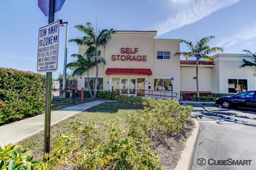 Self Storage Units At 5058 Forest Hill Boulevard In West