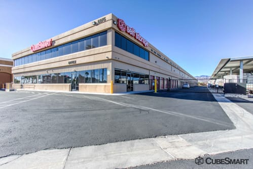 Exterior of a multi-story CubeSmart Self Storage facility in Las Vegas, NV