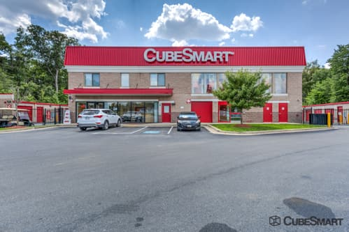 Exterior of a multi-story CubeSmart Self Storage facility in Clinton, MD