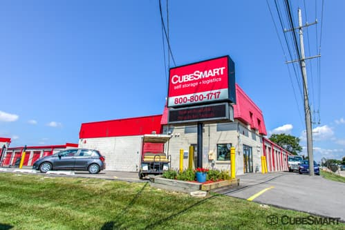 Exterior of CubeSmart Self Storage facility at 1950 South Mount Prospect Road
