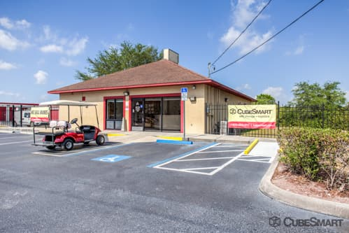 Exterior of CubeSmart Self Storage facility in Lutz, FL
