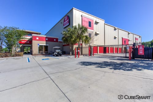 Exterior Of A Multi Story CubeSmart Self Storage Facility In Orlando, FL