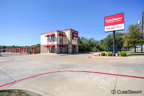 Exterior of multi-story CubeSmart Self Storage facility 1455 North Highway 287