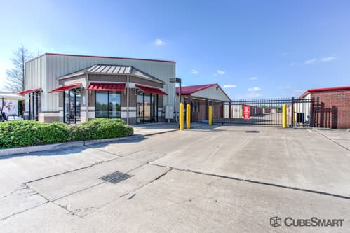 Exterior of CubeSmart Self Storage facility in Richmond, TX