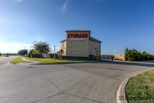 Exterior of a multi-story CubeSmart Self Storage facility in Little Elm, TX