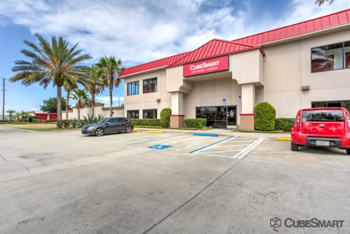 Exterior of a multi-story CubeSmart Self Storage facility in Winter Park, FL