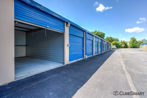 Self storage units at 640 Broadway Avenue