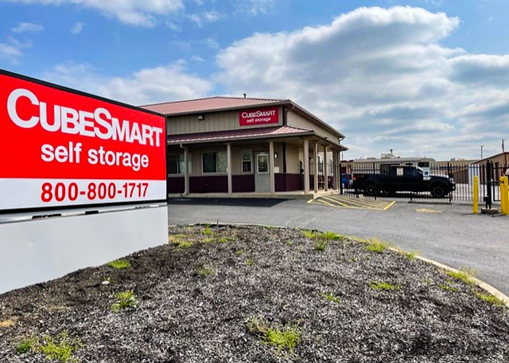 Self Storage Units In Huber Heights From 68 At 7370 Bridgewater Rd Cubesmart