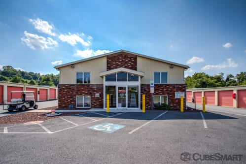 Exterior of CubeSmart Self Storage facility in Harrisburg, PA
