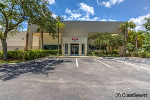 Exterior of CubeSmart Self Storage facility in Weston, FL