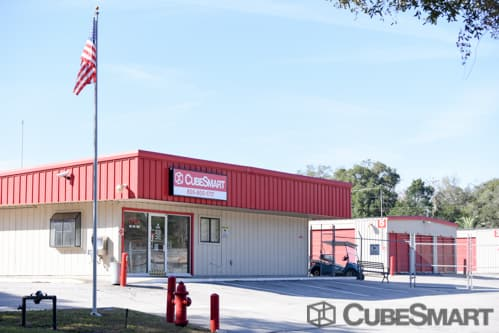 Exterior of CubeSmart Self Storage facility in Leesburg, FL