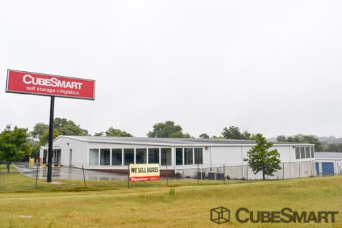 Exterior of CubeSmart Self Storage facility in Chattanooga, TN