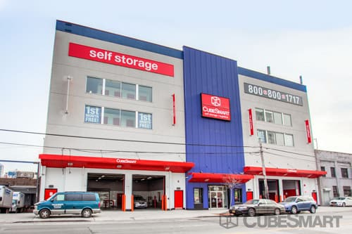 Exterior Of A Multi Story CubeSmart Self Storage Facility In Long Island  City, NY