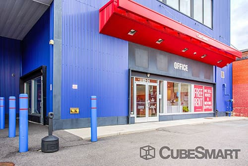 Entrace to CubeSmart at 33-24 Woodside Avenue