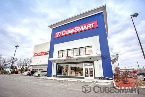 Exterior of a multi-story CubeSmart Self Storage facility in Flushing, NY