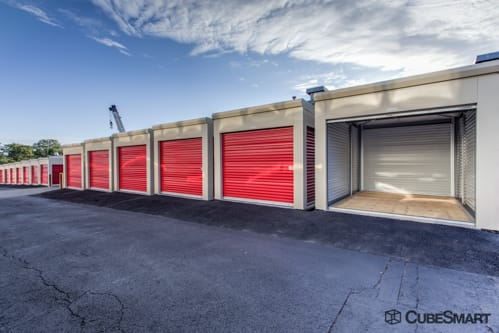 Charmant ... NY Self Storage Units With Red Roll Up Doors In Mt Vernon, NY
