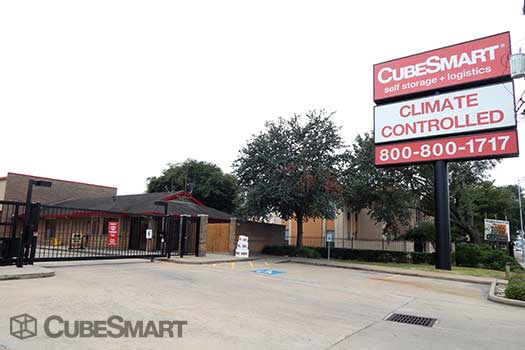 Entrace to CubeSmart at 7939 Westheimer Road