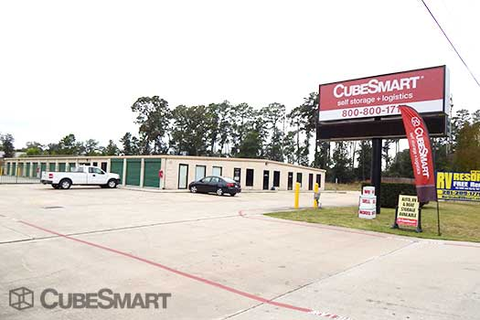 Entrace to CubeSmart at 1310 Rayford Road