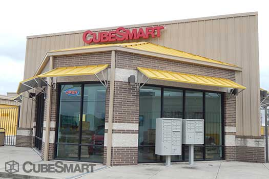 Entrace to CubeSmart at 12955 South Freeway